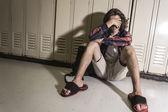 Jovem estudante adolescente no colégio — Fotografia Stock