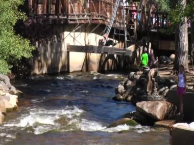 River Through Estes Park — Stockvideo