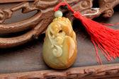 Jade hanger met Chinese karakteristieken — Stockfoto