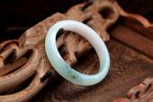 Chinese jade bracelet features — Stock Photo