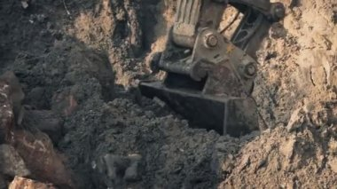 Heavy Digger Shovel Moving Earth — Stock Video