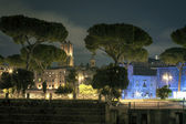 Old town of Rome illuminated at night — Stock Photo