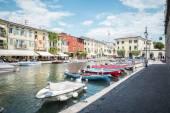 Aldea de Lazise en lago de Garda — Foto de Stock