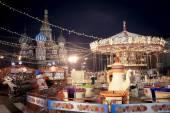 Weihnachtsdorf fair auf dem Roten Platz in Moskau — Stockfoto