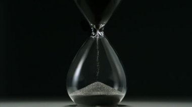 Sands move through hour glass — Stock Video