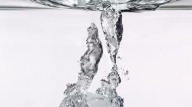 Cube falling through water — Stock Video