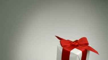 Flying present box — Stock Video