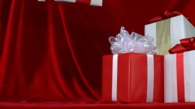 Present falls onto red fabric — Stock Video