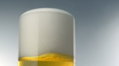 Beer foam and bubbles in glass — Stock Video