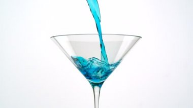 Pouring blue martini into glass — Stock Video