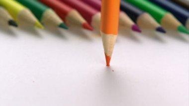 Breaking color pencil — Stock Video