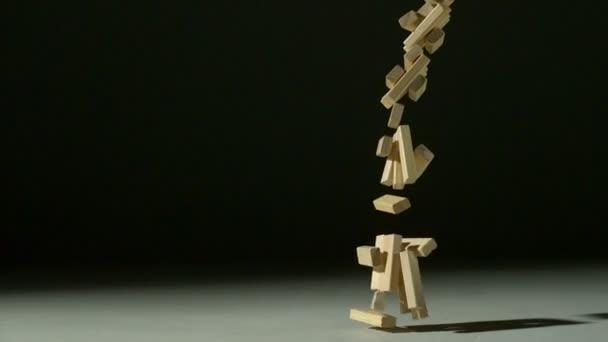 Dropping wood blocks — Vidéo