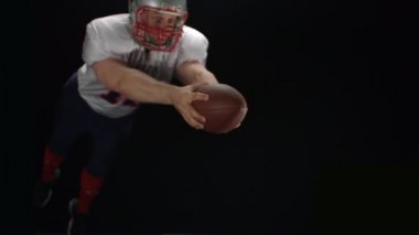 Football player throwing the ball — Stock Video