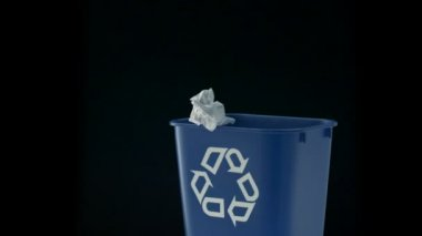Tossing paper into trash can — Stock Video