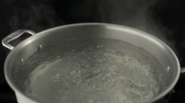 Boiling water in a kitchen pot — Stock Video
