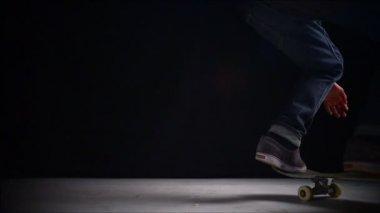 Skater rolling into kickflip trick — Stock Video