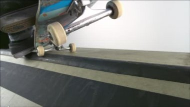 Skater dropping in on ramp — Stock Video