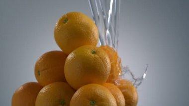 Washing oranges on light background — Stock Video