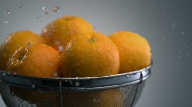 Washing oranges in sieve — Stock Video