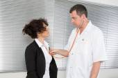 Doctor Who examine a woman stressed — Stock Photo