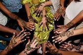 Henna tattoo in a bride's hand — Stockfoto