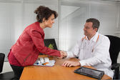 Doctor receiving  a woman Pharmaceutical Sales Representative — Stock Photo