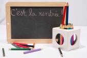 Voltar para a escola, escrito em francês no quadro-negro — Fotografia Stock