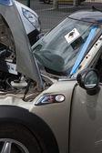 Automobile glazier worker disassembling windshield — Stock Photo