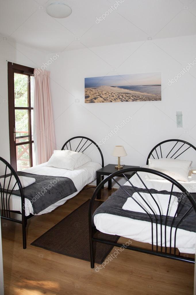 Camera da letto singola — Foto Stock © sylv1rob1 #92372166