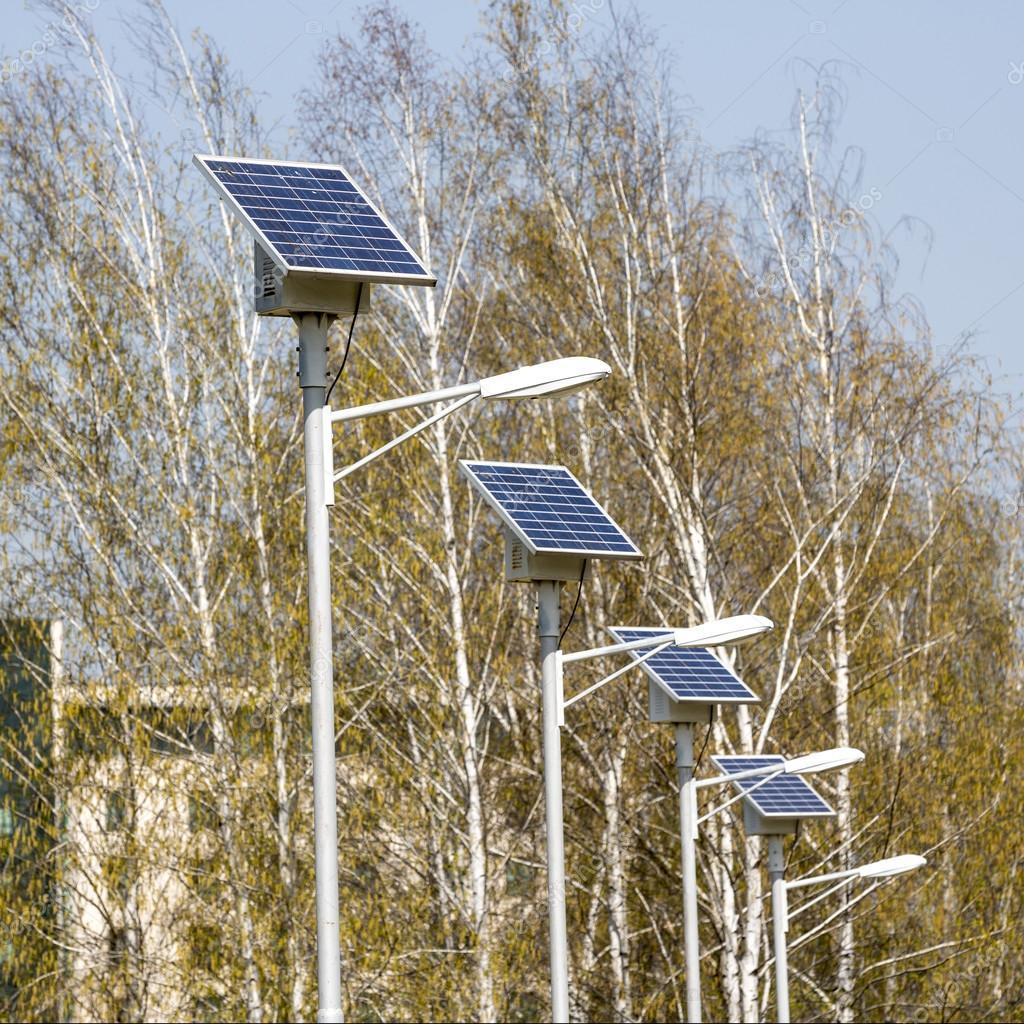 Lampioni con pannelli solari immagine quadrata foto for Immagini pannello solare