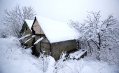 Two huts in the woods covered by snow — Stock Photo