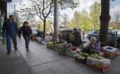 Women sell vegetables — Stockfoto