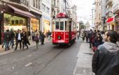 Istanbul red tram — Stockfoto