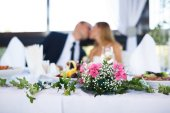 Wedding special moment (focus on flowers) — Stock Photo
