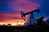 Oil derricks on a background of beautiful sunset — Stock Photo