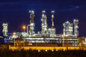 Petrochemical oil refinery plant shines — Stock Photo