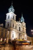 晚上在华沙圣十字教堂 — 图库照片