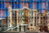 Building in reflection — Stock Photo