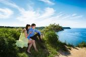 A pair of lovers on a cliff — Stock Photo