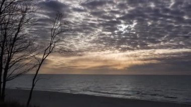 Timelapse movie of dramatic clouds at sunset above the sea — Stock Video