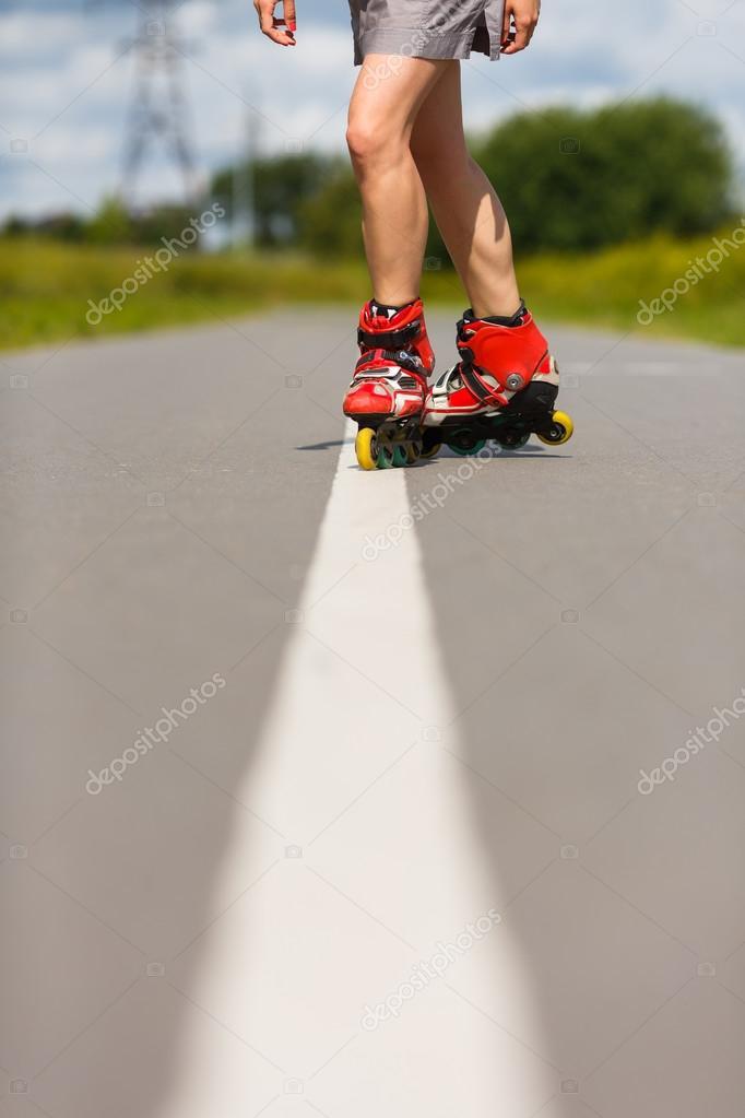 Ноги девушек на роликах фото 250-980