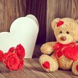 Valentines Teddy Bear Loving with Roses and greeting card — Stok fotoğraf #62822863
