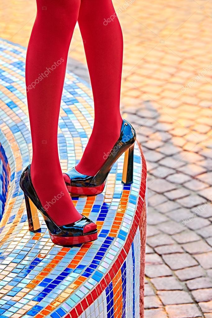 каблуки ноги блестящие колготки