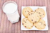 Milk and cookies on a wooden background — Stock Photo