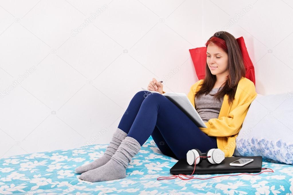 девушке писать в постель