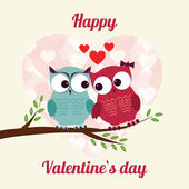 Happy owls on tree with hearts — Vetor de Stock