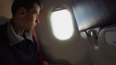 Bored airplane passenger — 图库视频影像