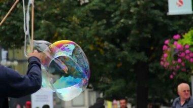 Making soap bubble — Stock Video