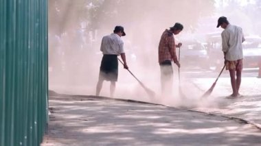 Cleaning  streets in Burma — Stock Video