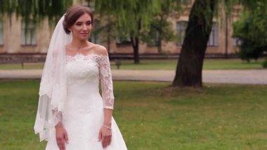 Tenderness bride — Stock Video